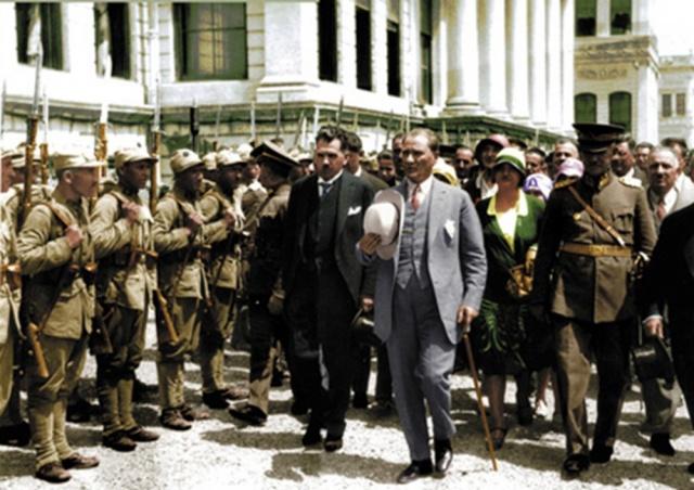 Genel Kurmay'dan renkli Atatürk fotoğrafları...
