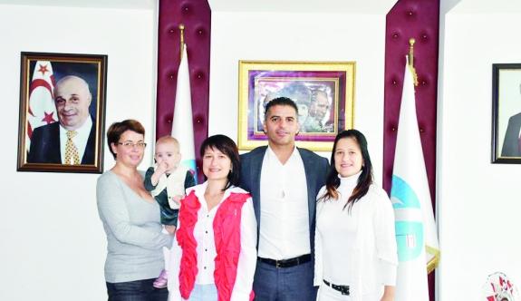 Yabancı uyruklu vatandaşlardan başkan Ataser'e ziyaret
