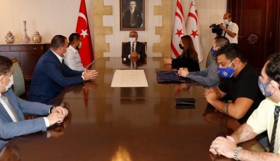 Cumhurbaşkanı Akıncı, KKTC Fenerbahçeliler Derneği Heyetini Kabul Etti