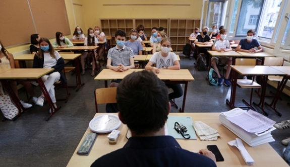 """Ali Pilli: """"Okullar 1 Ekim'de 'tedbirler eşliğinde' açılıyor"""""""