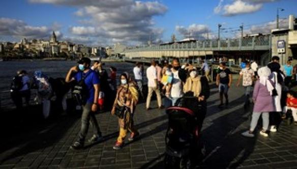 Turistlere 9 dilde maske uyarısı
