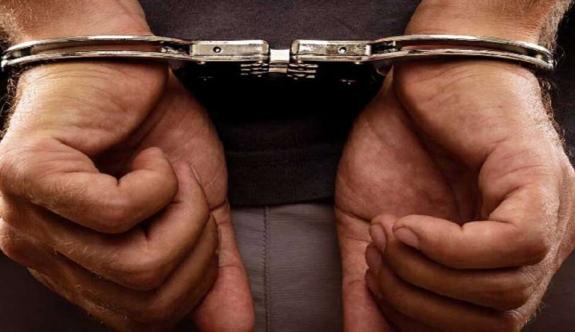 Uyuşturucu ile yakalandılar, ülkede kaçak yaşadıkları ortaya çıktı