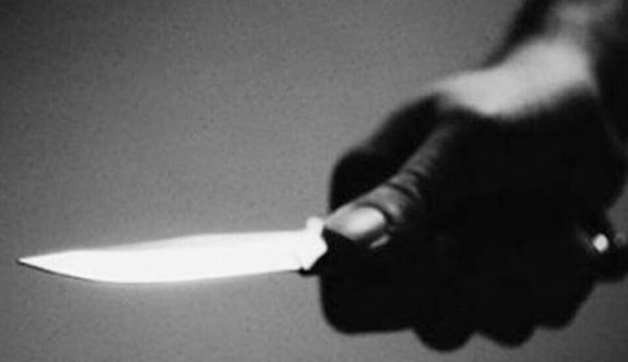 Otostopla bindiği aracın şoförünün boynuna bıçak dayayıp soygun yaptı