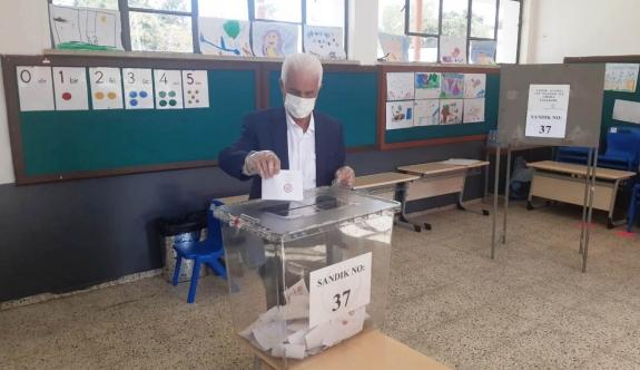 Parti başkanları ve eski cumhurbaşkanları sandığa giderek oylarını kullandı