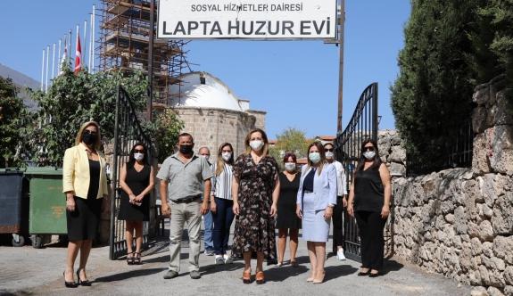 UBP Genel Başkanı Başbakan Ersin Tatar'ın eşi Sibel Tatar Lapta Huzurevi'ni ziyaret ederek, çalışmalarla ilgili bilgi aldı.