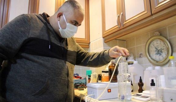 Evini laboratuvara çevirip corona virüse savaş açtı