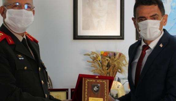 GKK Komutanı Tümgeneral Topaloğlu, Bakan Oğuz'u ziyaret etti
