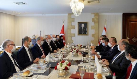 Tatar-Çavuşoğlu görüşmesi… Heyetlerarası görüşmeye geçildi