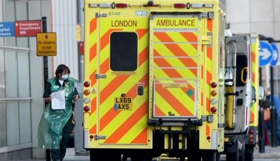 İngiltere'de her 30 saniyede bir koronavirüs vakası hastanelere kabul ediliyor