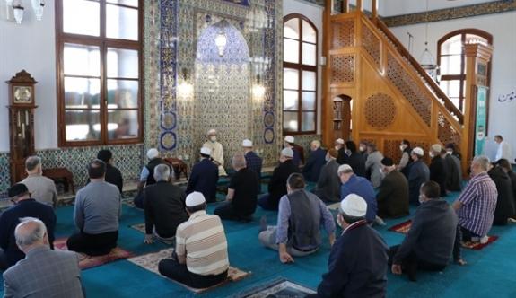 Camilerde Kudüs için dua edildi