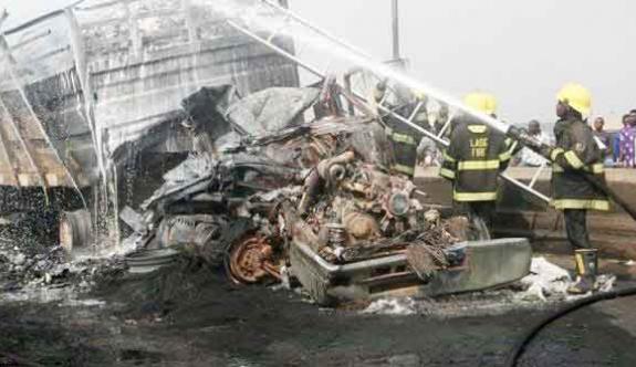 Nijerya'da trafik kazası: 10 ölü!