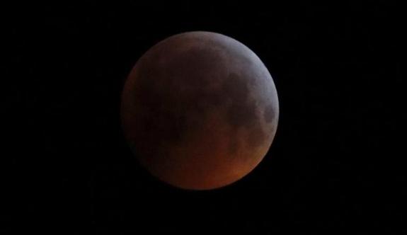 Süper Ay ve Kanlı Kızıl Ay bir arada