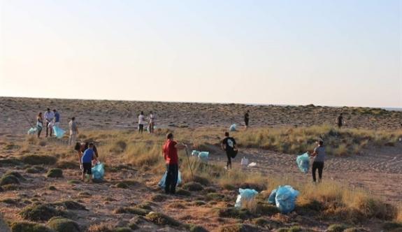 YDP'li gençlerden sahil temizliği