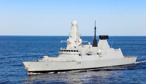 Rusya, İngiliz savaş gemisine saldırdı
