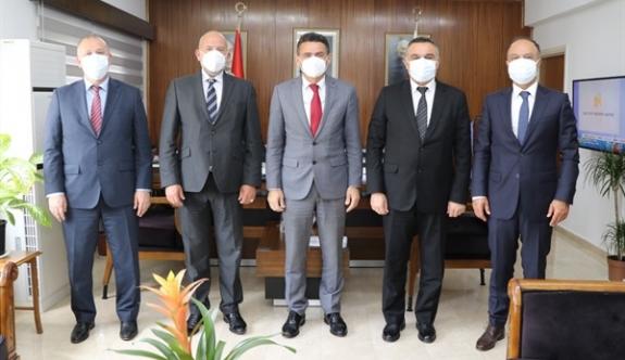 Vakıflar Bankası heyeti Maliye Bakanı'nı ziyaret etti