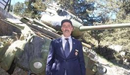 Beşparmak Dağları'ndaki tankı kullanan Abdulkadir Kurt gençlerle buluştu
