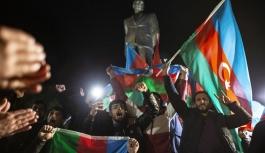 Azerbaycan Türkleri, Dağlık Karabağ'da varılan anlaşmayı coşkuyla kutluyor