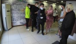 Kaldığı otel odasını birbirine katan kadın turist polise zor anlar yaşattı