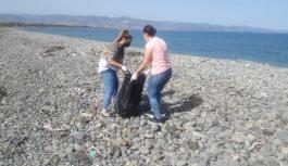 Sahil şeridinde temizlik yapıldı
